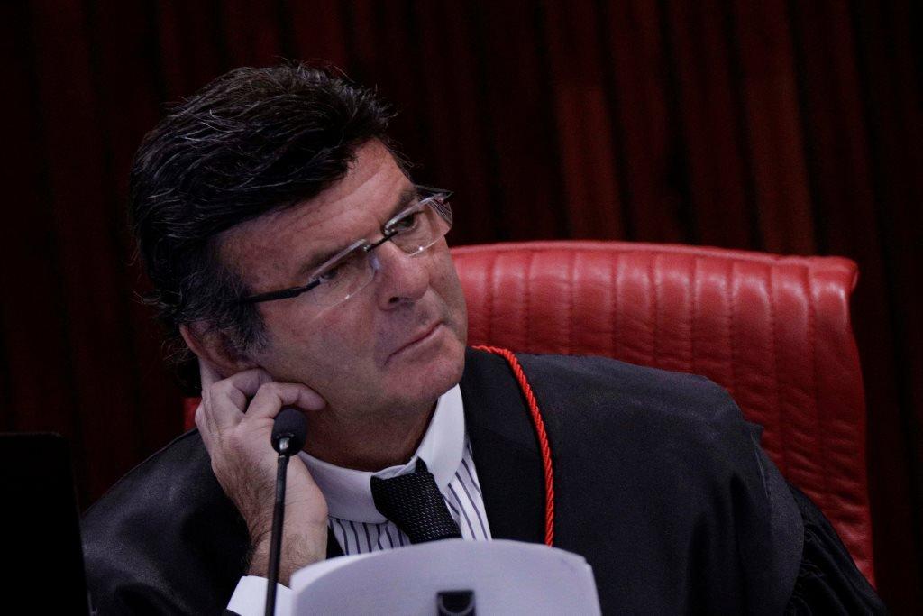 AO VIVO: Ministro Luiz Fux dá o segundo voto pela cassação da chapa Dilma-Temer; placar está 3x2 https://t.co/E8ISDyJujN