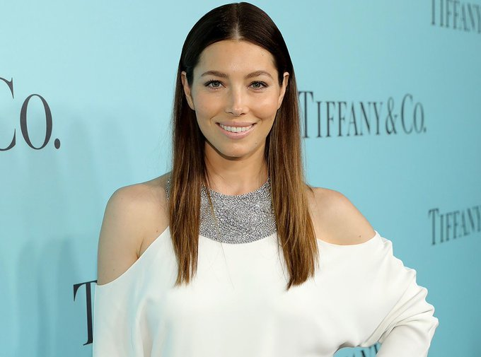 Jessica Biel Is The Latest Star To Debut Bangs