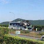 衝撃的な光景!高速道路でのバスの事故を目の当たりにした写真が凄い