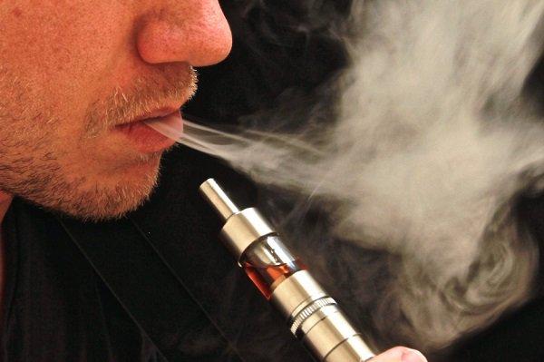 Sigarette elettroniche: bocca a rischio. Afte ed ulcere a causa del vapore inalato. Lo conferma un nuovo studio