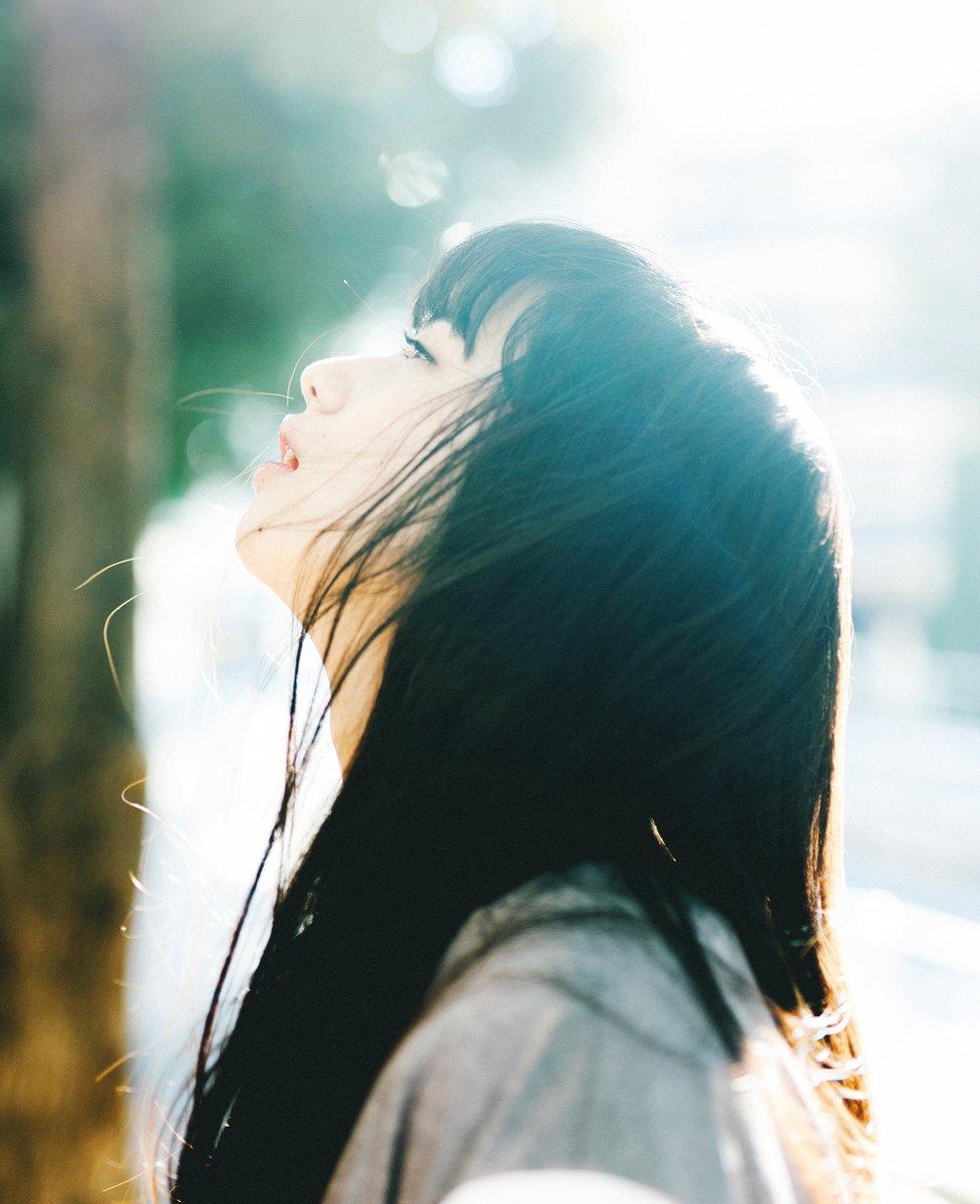小松菜奈ちゃん、その1。美しさは言うまでもなく佇まいが天才的だと思った。二十歳になる前に撮った写真。 https://t.co/HXgm2wCDPY