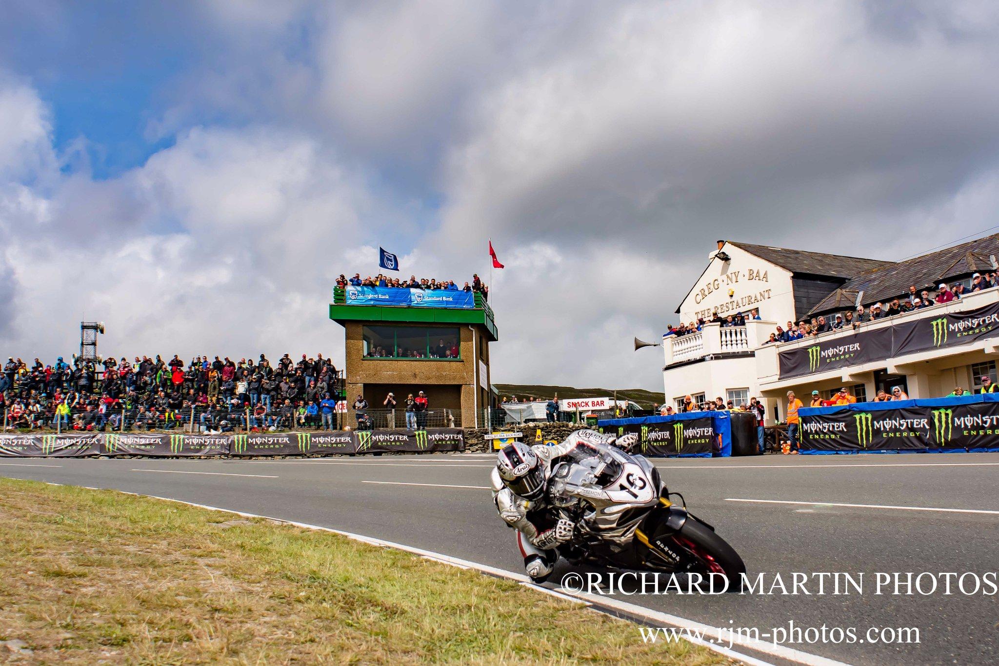 [Road Racing] TT 2017 - Page 22 DB9F8s1XYAAL7u5