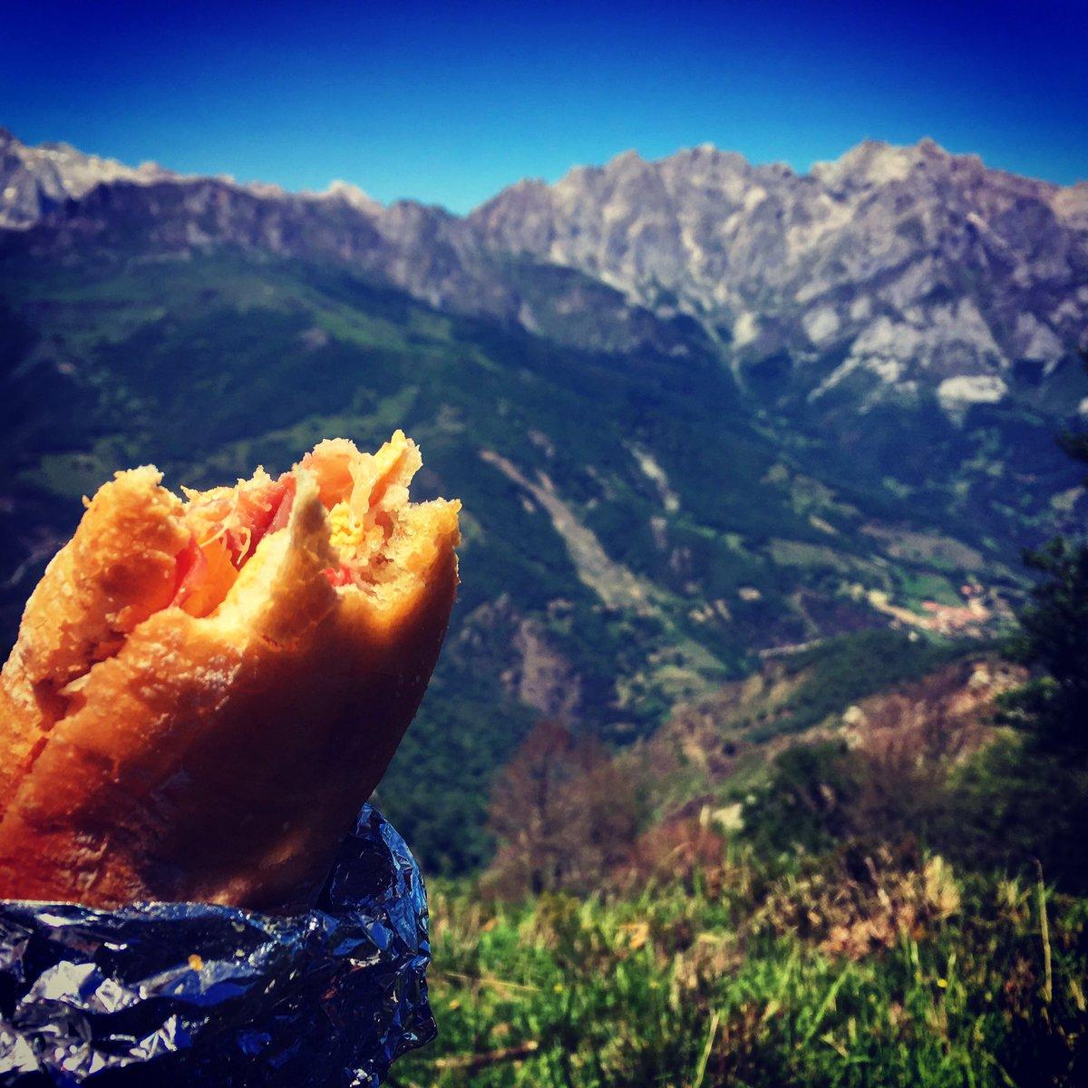 The perfect pic-nic spot: at 1446m Pico de Jano, #picosdeeuropa #spain @Pura_Aventura<br>http://pic.twitter.com/DPn7t3Z35L