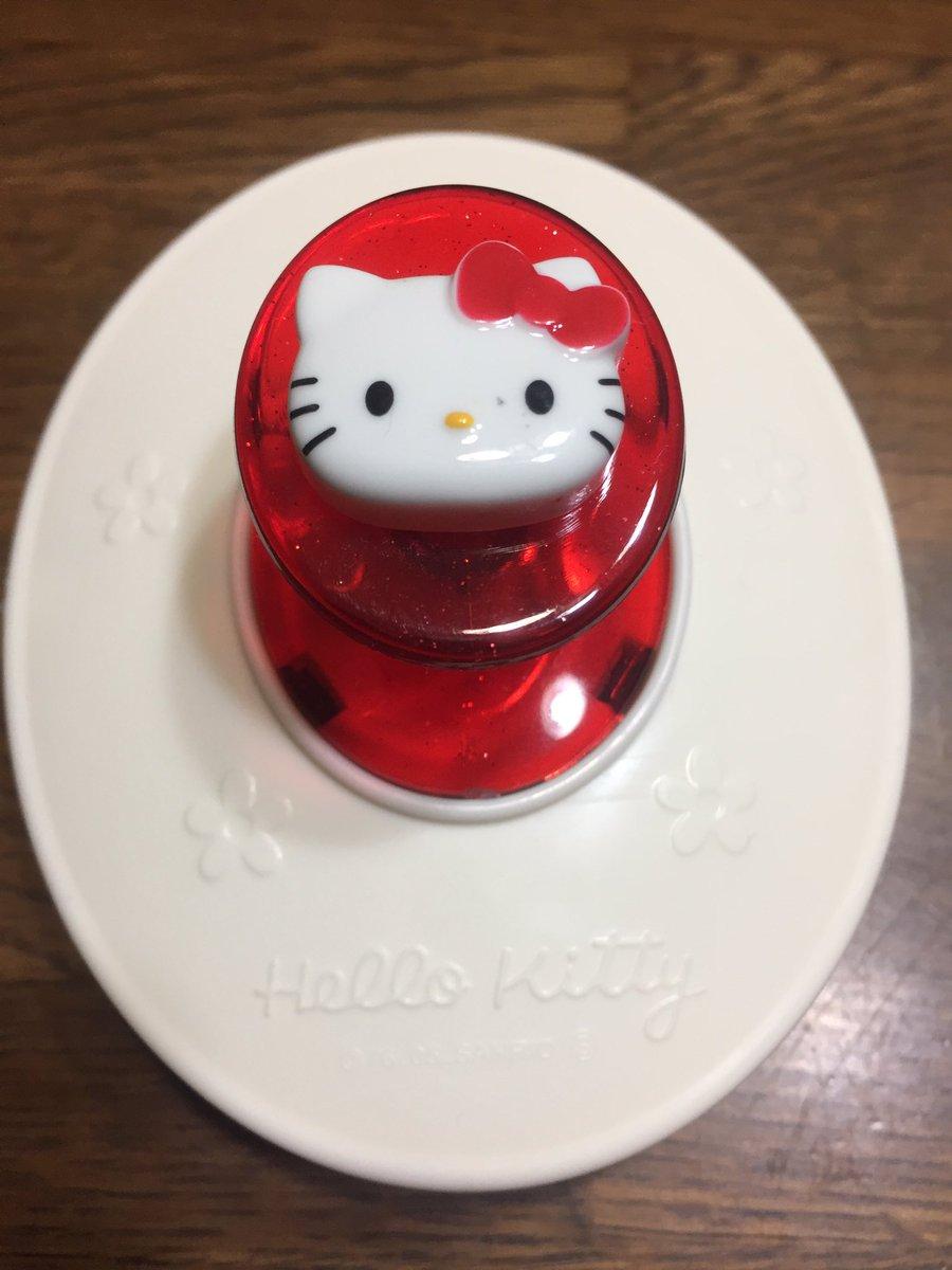 test ツイッターメディア - テーブルの上に #ハローキティ ?? 週末、??に帰ってきたポコが #ダイソー で購入した #シャンプーマッサージャー  可愛いすぎる?? https://t.co/WSLgaX123h