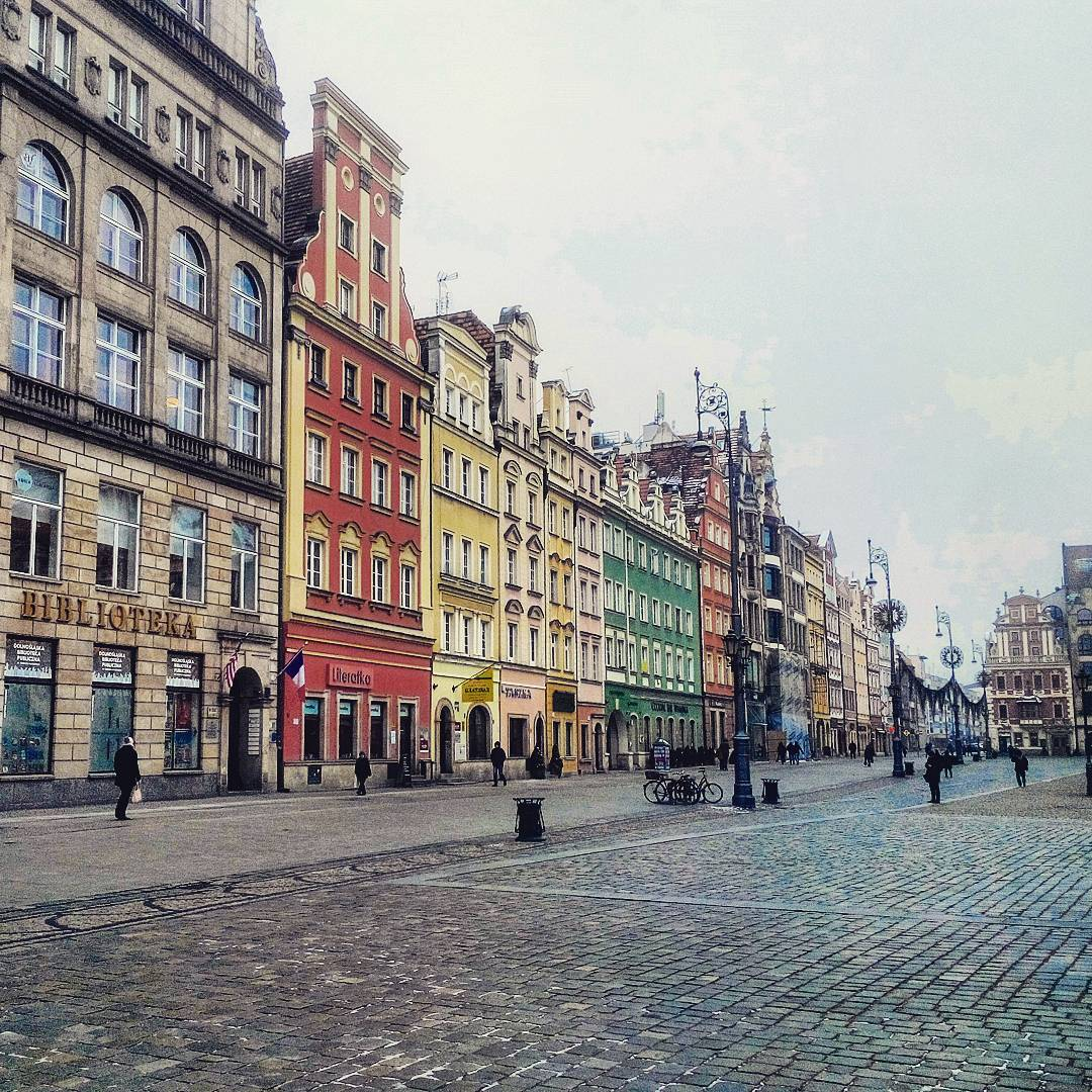 Colorful fairy tale houses of the Market Square in #Wroclaw, #Poland / #travel #travelblog #traveling #exploring #travelblogger #visitWRO RT<br>http://pic.twitter.com/03JHYswItW