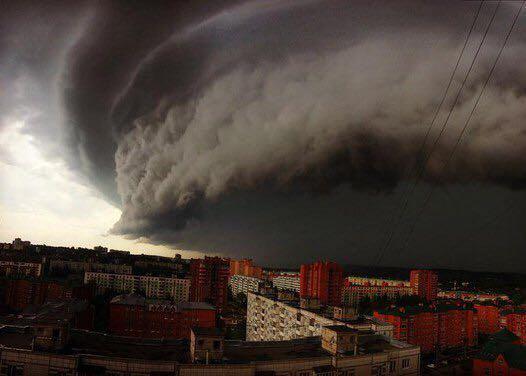 Mosca, centro colpito da una violenta tempesta. Almeno 11 morti