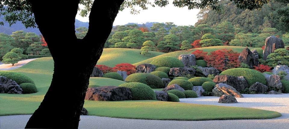 ADACHI MUSEUM OF #ART #GARDEN can only be viewed through wall openings to give an allusion of art work hung on museum walls #Japan #travel<br>http://pic.twitter.com/rhdVjfVmOe