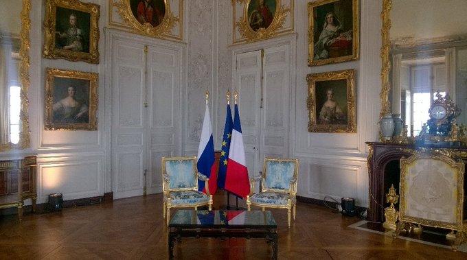 #Macron et #Poutine se sont entretenus dans le «cabinet d'angle» à Versailles, avant de déjeuner @ayd_hassan https://t.co/EKZGpzBN7r