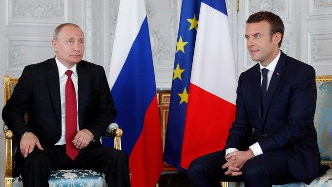 Conférence de presse d'Emmanuel #Macron et de Vladimir #Poutine après leur première rencontre https://t.co/KZUM0aCrjN