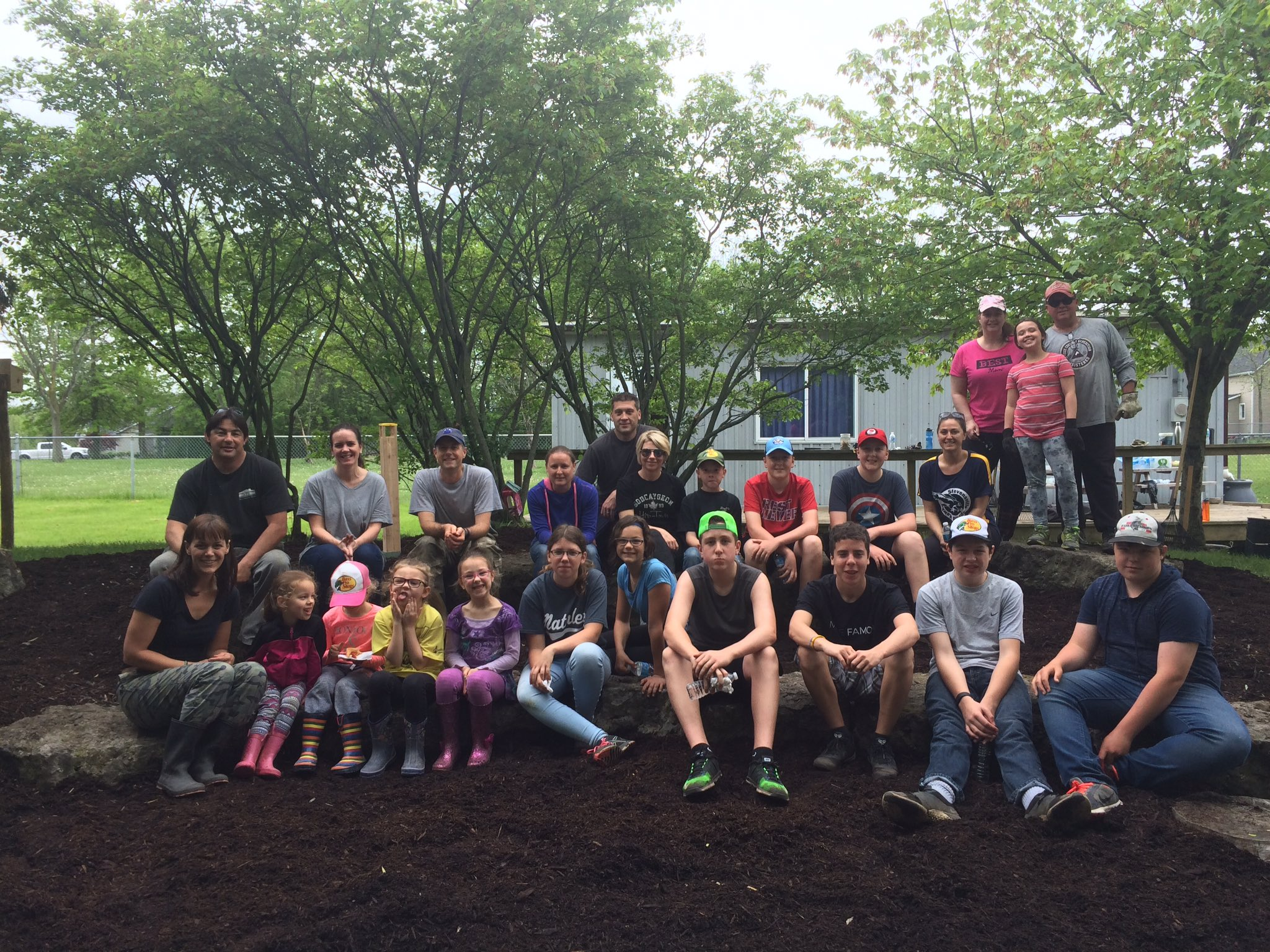 Thanks to everyone who came out on Saturday to clean-up our outdoor classroom. It looks great! https://t.co/cb4R7EHcrs