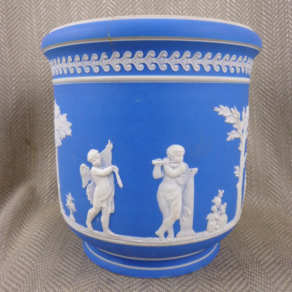 Large Antique Wedgwood Jardiniere #Antique #Antiques #Wedgwood #Victorian #HomeDecor #HousePlants  http:// ebay.eu/2ob77Wz  &nbsp;  <br>http://pic.twitter.com/9yJ5qJ4BLj