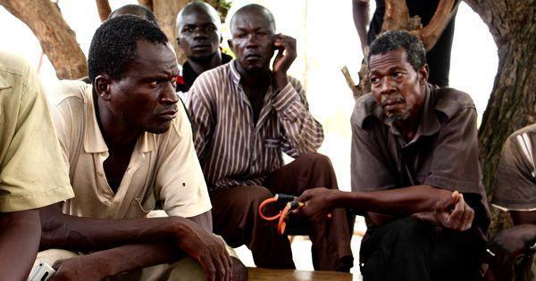 Au Burkina Faso, les milices d'autodéfense échappent peu à peu au contrôle des autorités https://t.co/LvwYmvlmvF