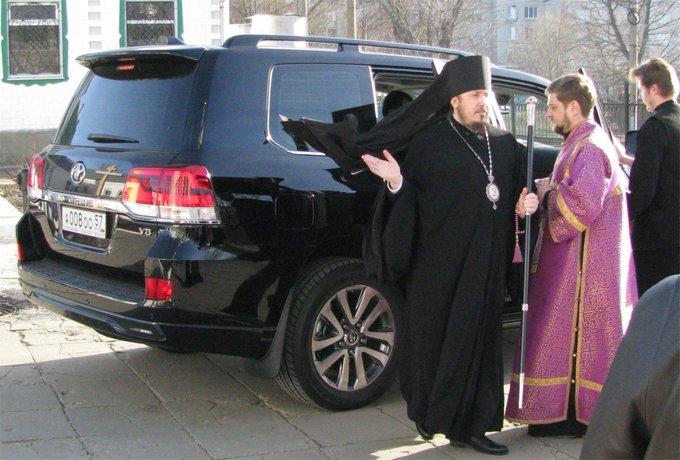 Епископ и автомобиль