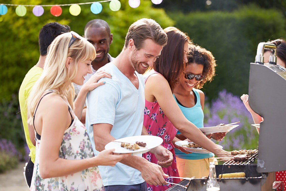 Wouldn't be #MemorialDayweekend without the aroma of #barbecue in the air! Soon, we&#39;ll be firing up our own #grill by the #poolside patio.<br>http://pic.twitter.com/VeKkSHXCp9