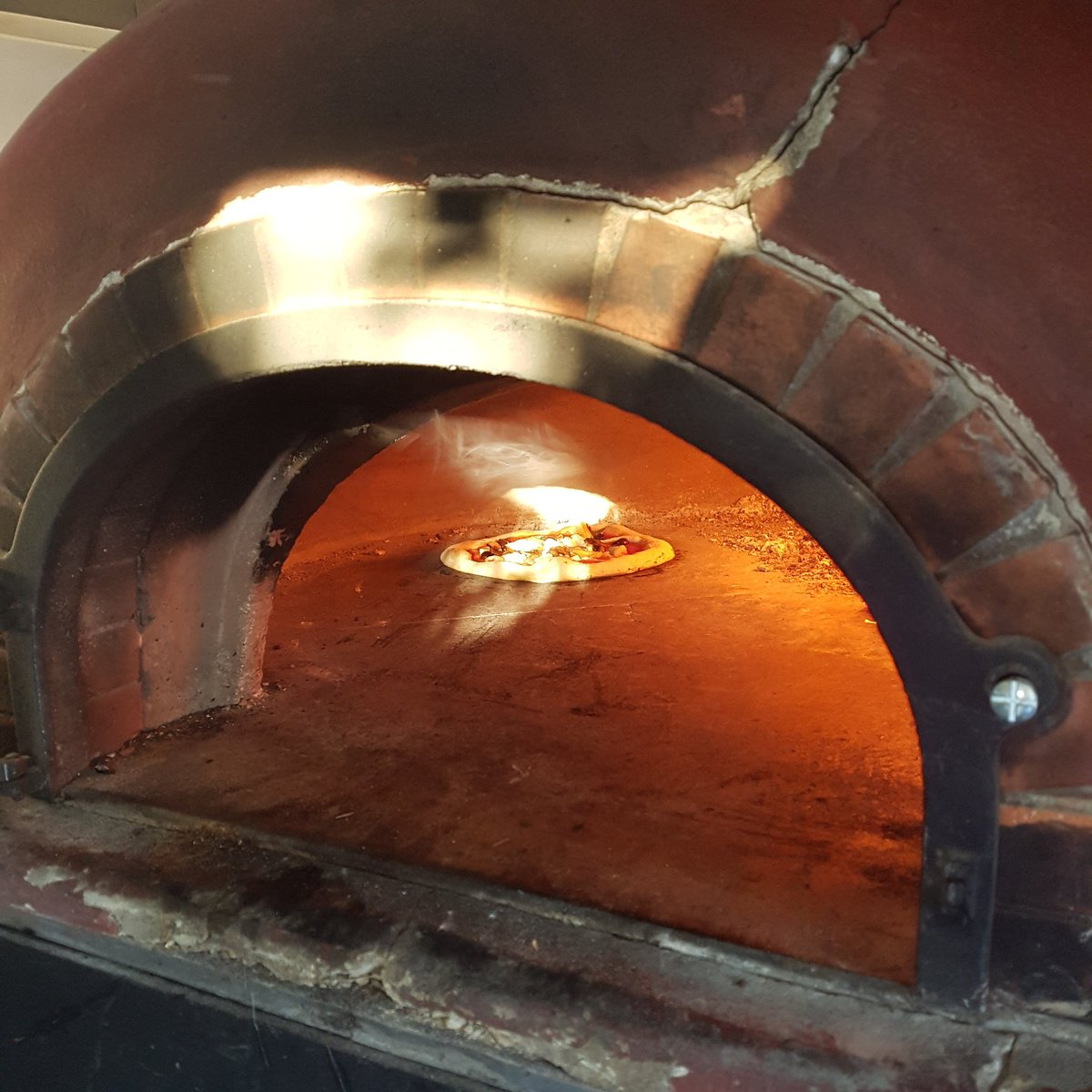 Oven&#39;s shining BRIGHT even if the sun ain&#39;t @TheCrownPubSE10 this #bankholidaymonday . Come on over for #pizza delights from 5:30pm! <br>http://pic.twitter.com/CibsdIkzZ4