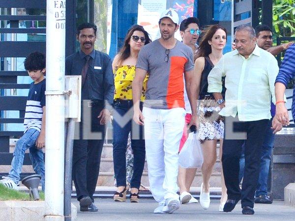 @iHrithik spends time with Family. #HrithikRoshan #Bollywood <br>http://pic.twitter.com/xA0hfKBDRr