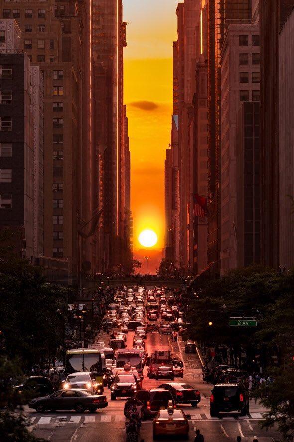 Manhattanhenge da favola! Il tramonto mozzafiato di New York