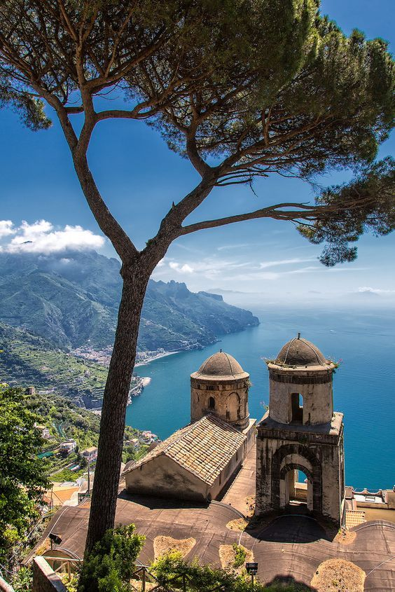 How many like for this awesome view of #Ravello?  #Travel #Italy #BeautifulPicture<br>http://pic.twitter.com/sCZpzoJF2S