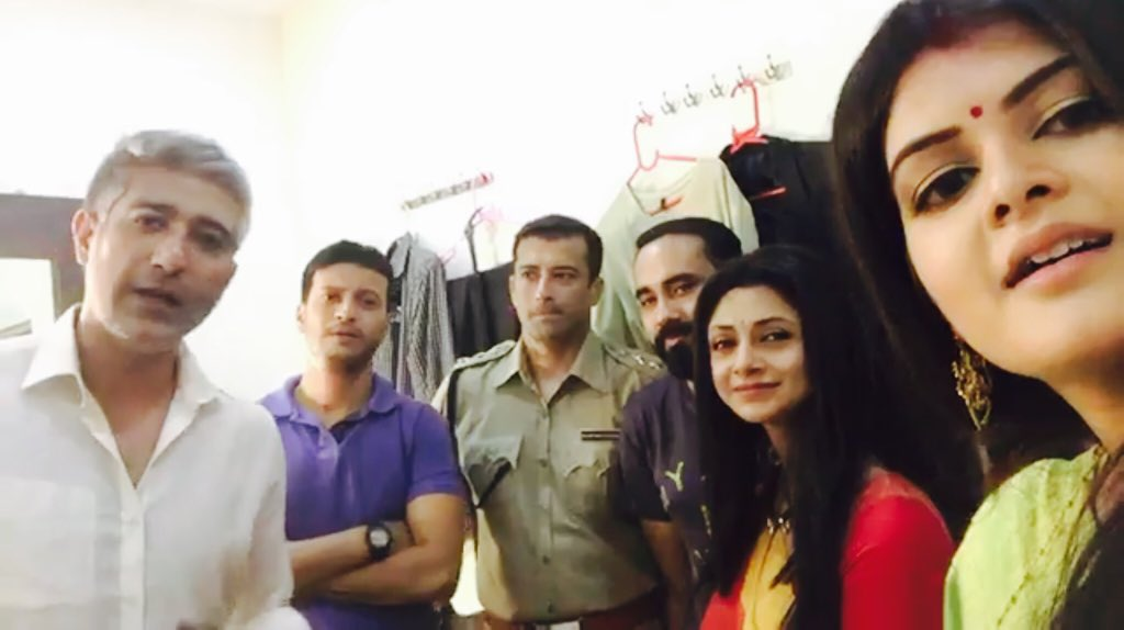 #MadhumitaChakraborty&#39;s #Khoj Special #live_chat on #Facebook #MadhumitaFC<br>http://pic.twitter.com/FELtXAE47l