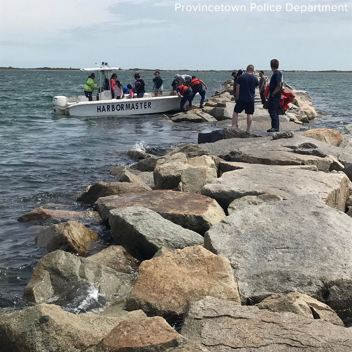 44 people rescued after high tide traps them on scenic footpath on rock wall at Provincetown, Massachusetts. https://t.co/iJa0Gqv5Vw