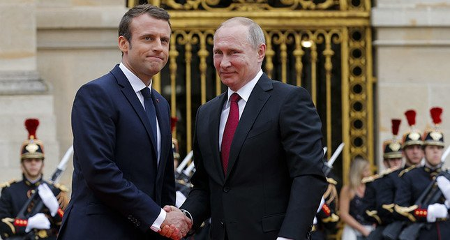 . @EmmanuelMacron vows #reprisals if #chemical weapons used in #Syria @margotwallstrom @Blazingcatfur @NDLEditor   http://www. savemysweden.com/macron-vows-re prisals-if-chemical-weapons-used-in-syria/ &nbsp; … <br>http://pic.twitter.com/M3NN2qhfup