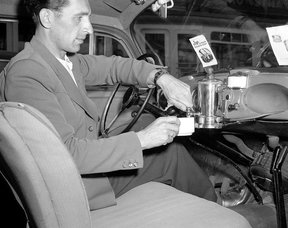 Are you a #coffee fan? In 1950, German cars had built in coffee makers. Talk about taking your coffee on the go. #insh #fail <br>http://pic.twitter.com/ESfQC50lkA