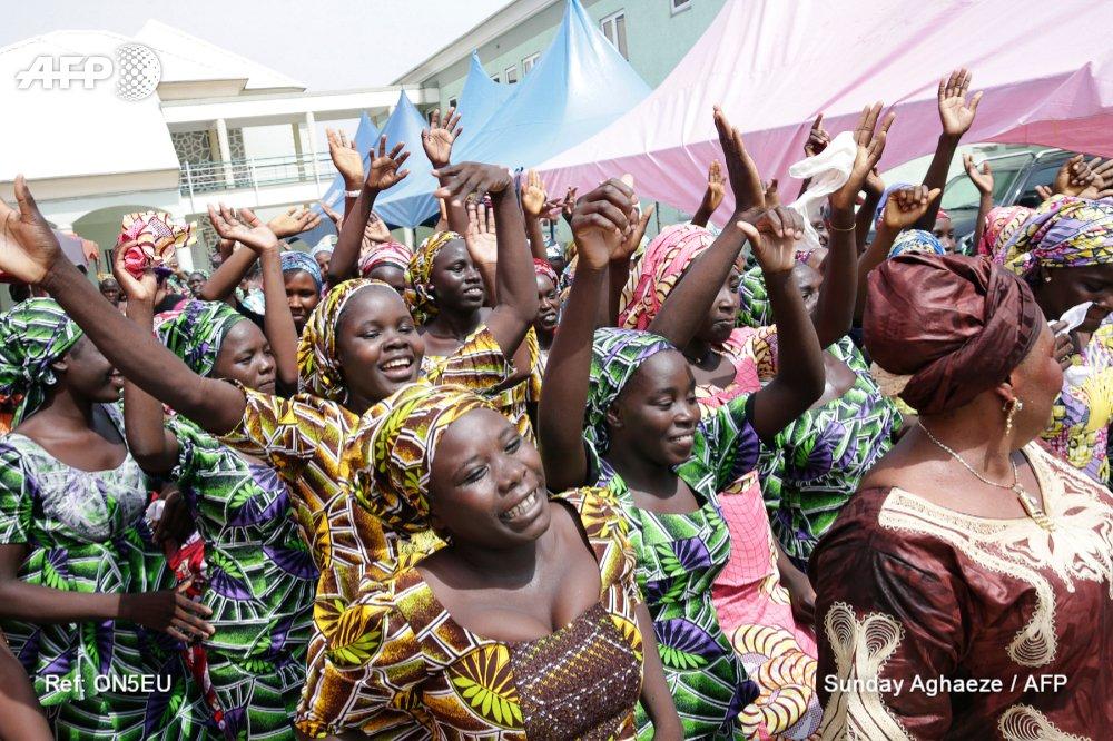 Nigeria : une autre adolescente de Chibok retrouvée par l'armée https://t.co/VuAHNHhCZh #AFP