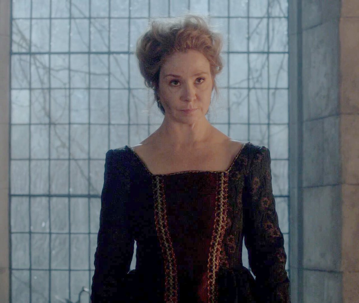 One  was enough to scare the shit out of that English man Catherine  #reign #queen #meganfollows <br>http://pic.twitter.com/XF60YUjBu9