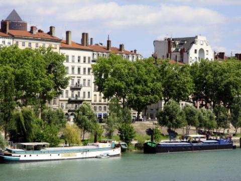 #Rediff Lyon: Poussé sans raison dans le Rhône par un groupe de jeunes, il s'en sort miraculeusement https://t.co/GTddMZoagc