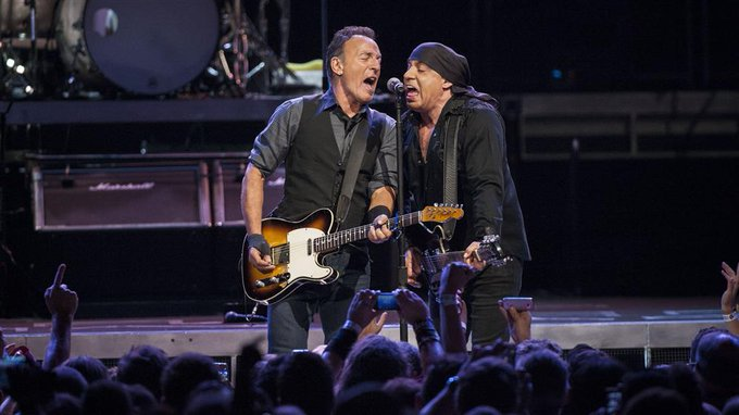 Bruce Springsteen joins Steven Van Zandt onstage for Saturday night surprise (Watch) https://t.co/O8ft2Vnh9T