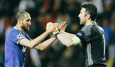 #Chiellini to @Paolo_Bandini: &quot;#Buffon deserves #BdR for all his achievements +successes +extraordinary performances in this season.&quot;  #G1G1<br>http://pic.twitter.com/1x7cmlEcrX