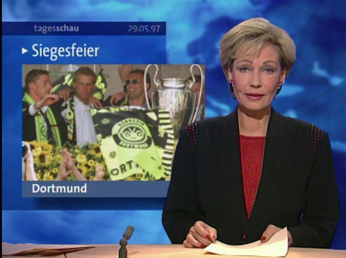 """[29.5.97] """"Der Pott ist im Pott"""": Dortmund feiert mit dem Gewinn der Champions-League ausgelassen den größten Triumph der Vereinsgeschichte."""