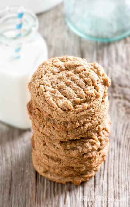 4 Ingredient Easy Almond Cookies