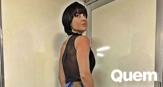 #GracieleLacerda, namorada de #ZezéDiCamargo, usa look decotado e empina bumbum em cliques na web https://t.co/tXOEA4XaCH