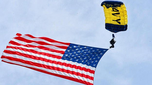'Distinct thump': Witness describes Navy parachutist plunging to his death https://t.co/GxBWVLLPhS