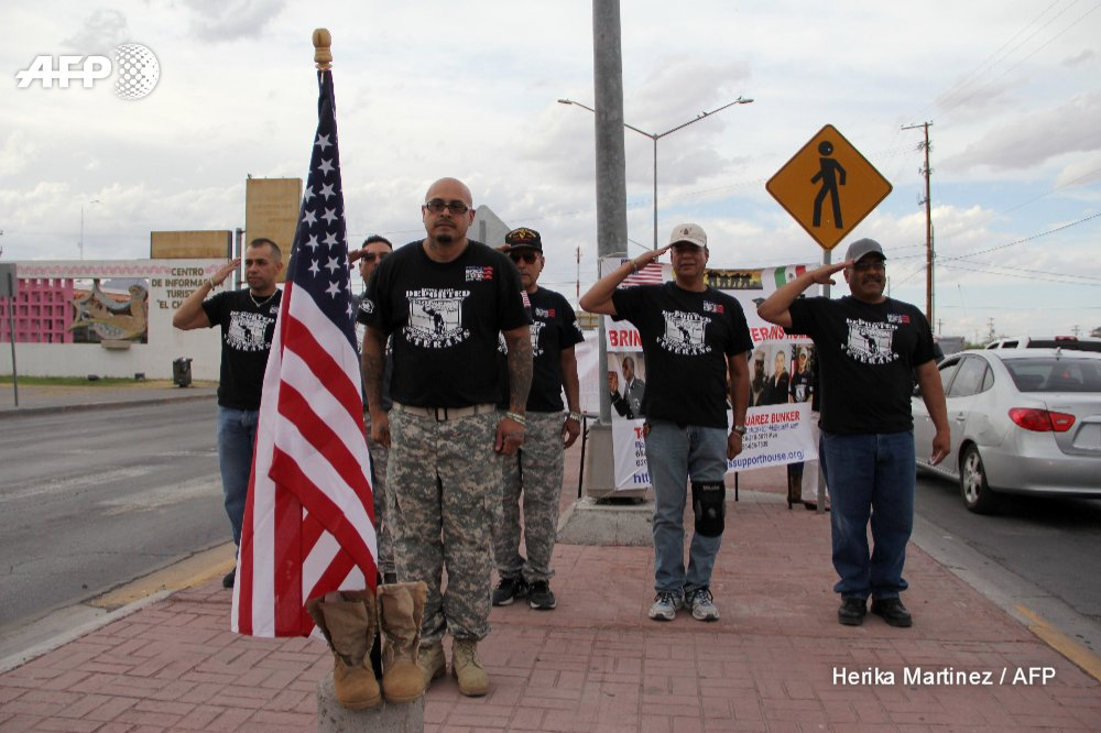 Mexicans who served in US Army with the promise of becoming citizens but ended up being deported, protest on Memorial Day in Ciudad Juarez