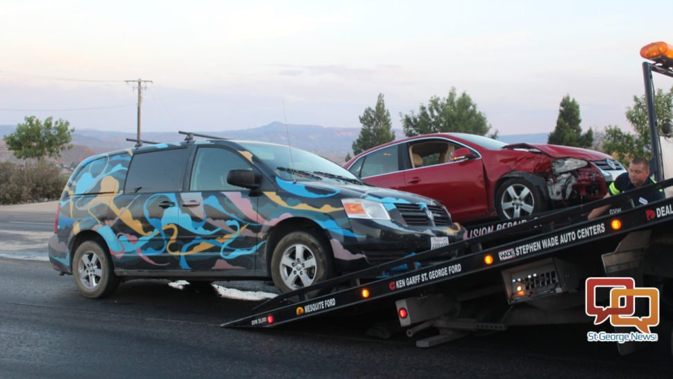 Attempted U-turn on Red Hills Parkway results in crash #collision #crash #UTurn #SGPD #StGeorge #citation  http:// stgeorgeutah.com/news/archive/2 017/05/29/jcw-attempted-u-turn-on-red-hills-parkway-results-in-crash/#.WS0BWCMrLx5 &nbsp; … <br>http://pic.twitter.com/caxee6tCdn