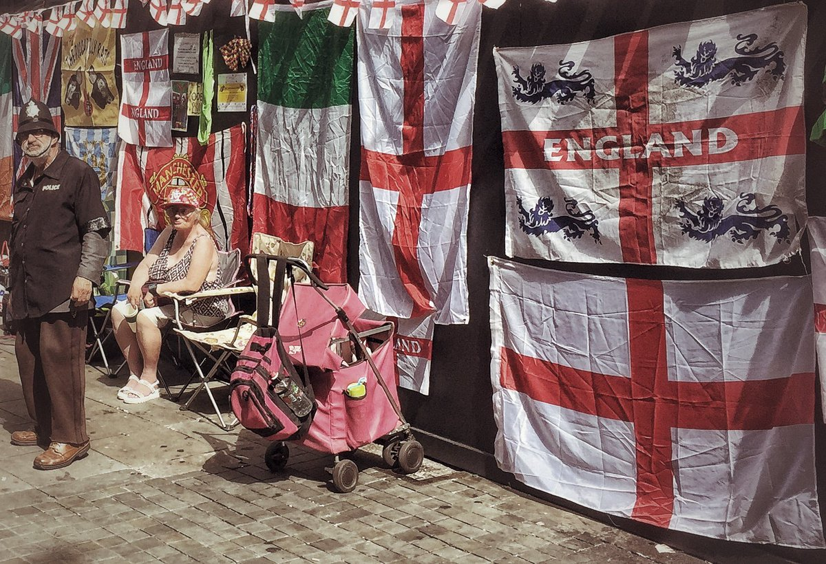 Loved the weirdness of all this, This is England, #England #Police #manchester #StGeorge <br>http://pic.twitter.com/PyZqW4qYU4