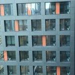 これは設計ミスなのか?シンガポールの建設中のホテルのトイレが外から丸見え!