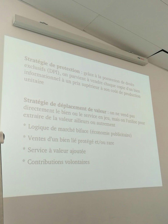 Sébastien Broca présente les deux grands types de modèles économiques du numérique #communsenssib https://t.co/RIlUzBPk8M