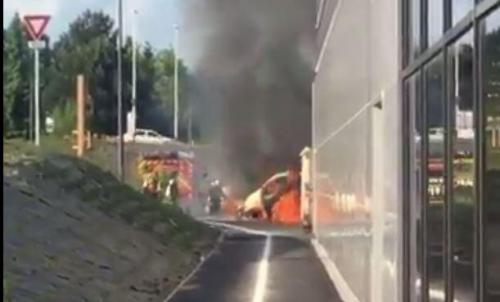 Des voitures en feu dans la zone commerciale de cormontreuil marne - Zone commerciale cormontreuil ...