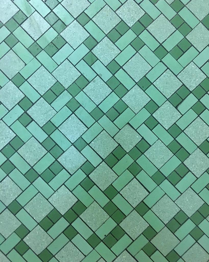Tile detail in bathroom of Naka Hall, built 1958. #mizzou #tile #tilework #midmodmizzou #midcentury #midcenturymodern #tiling #tiledesign #…<br>http://pic.twitter.com/QwFKAc76dG