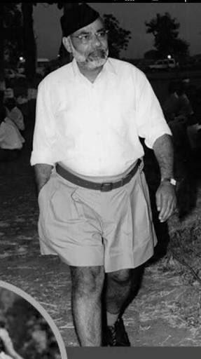 How can Modiji wear short clothes does he not respect Modiji? https://t.co/lDiL582Bbz