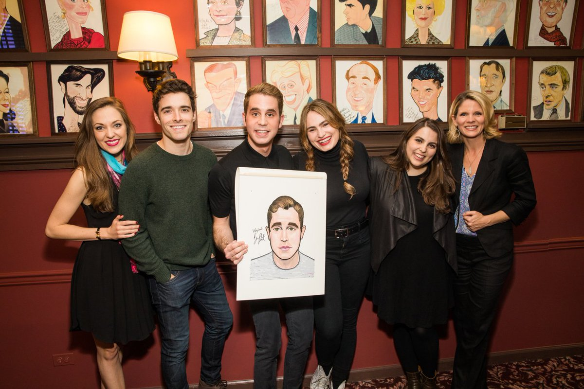 .@DearEvanHansen Tony nominee @BenSPLATT receives Sardi's portrait: ht...