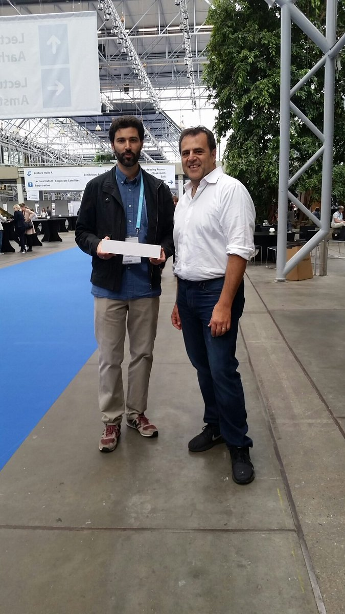 Dr. Soheil Shams, BioDiscovery, with our Apple watch giveaway winner at ESHG 2017!