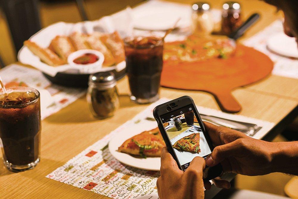 En Pizza Hut cada momento cuenta #PizzaHutRD https://t.co/YUqZZUgQyn