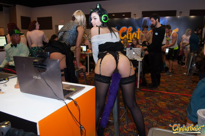 @DawnWillow_ rockin' a tail plug at the @chaturbate Denver @EXXXOTICAbooth! #camgirls #livewebcams #chaturbate