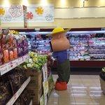 スーパーにカールおじさんが来た結果?一人寂しく陳列を直すことに!