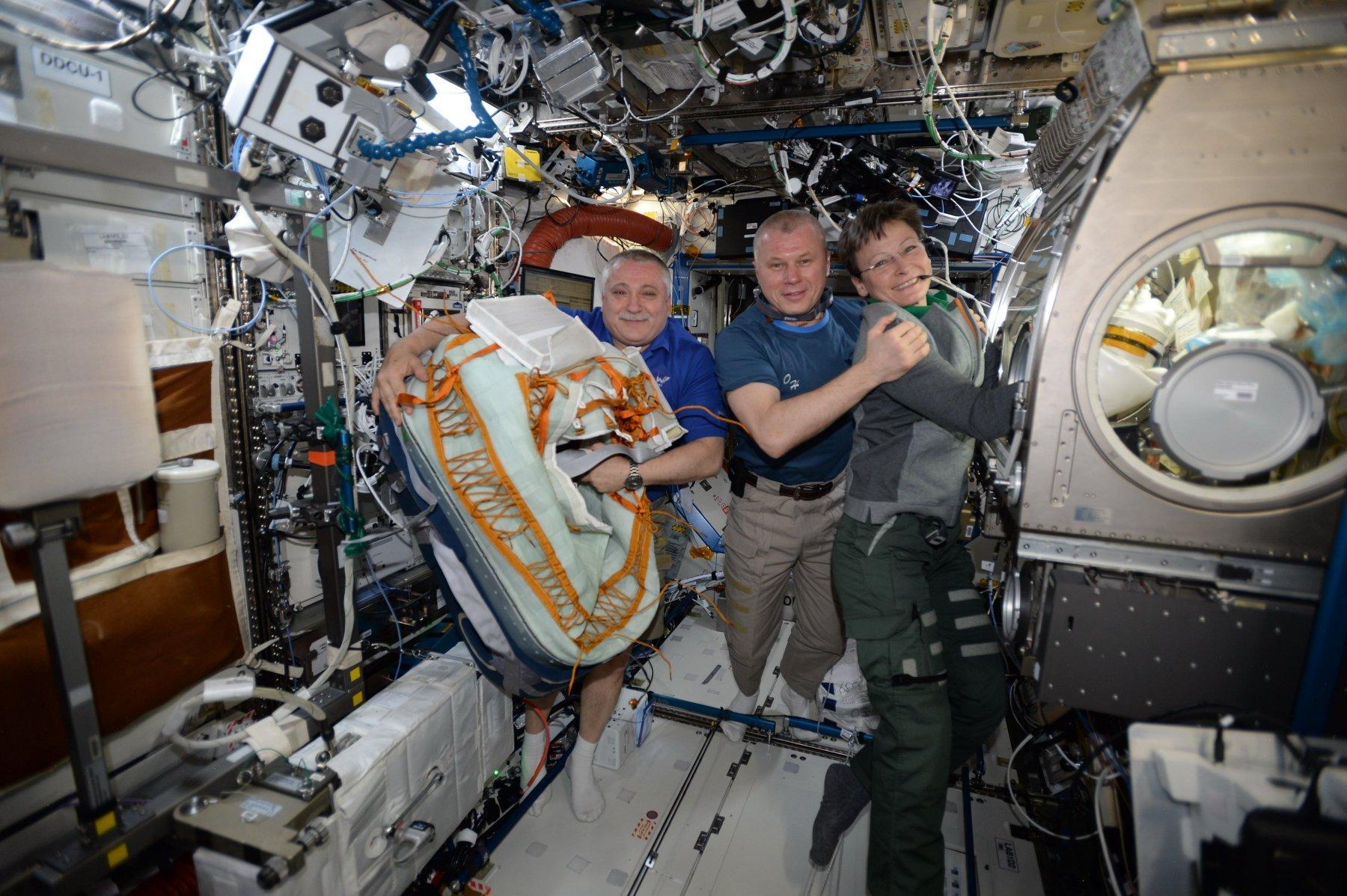 другие космонавты в картинках общаются нами своему