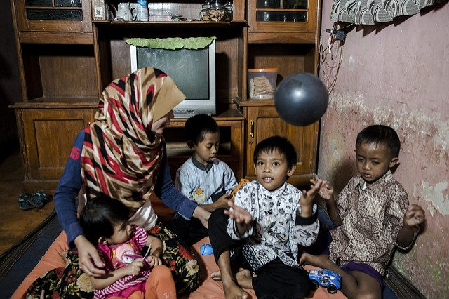 In Indonesia, 1 in 3 children b/w the ages of 6 & 14 do not eat enough nutritious food https://t.co/QT0BHgM3MN https://t.co/npjEZNzZXy